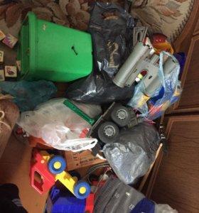 Много детских игрушек