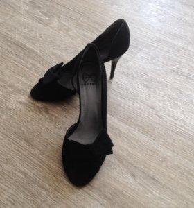 Туфли замшевые с открытым номом