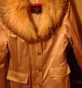Пальто на лисьем мехе.