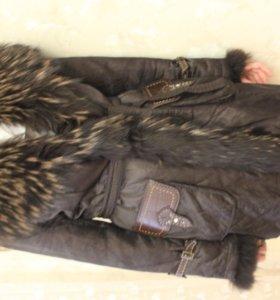 Женская куртка с натуральные мехом.