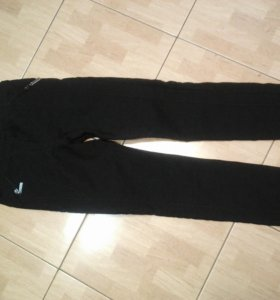 Черные теплые брюки р.44