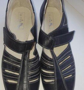 Туфли на липучке кожаные 39 размер