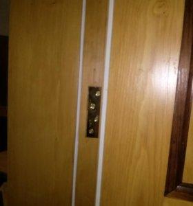 Входные деревянные двери с двойным притвором
