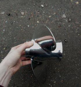 Винт для лодочного мотора.