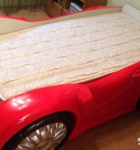 Продаётся детская кровать машинка.