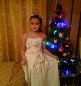 Продам 3 классных платья на новый год