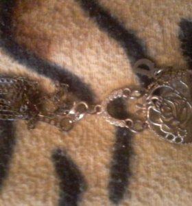 Ожерелье и Медведь