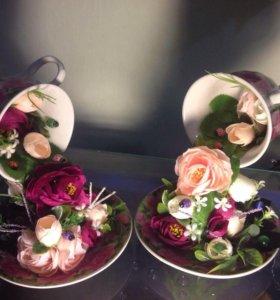 Чашечка с водопадом цветов