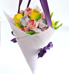 Букеты цветов и подарочные коробки в стиле оригами