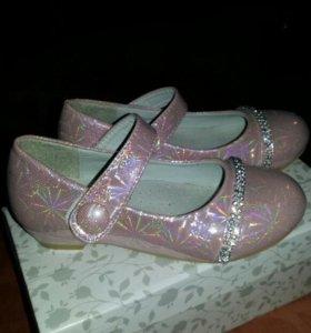 Обувь для девочки 27 размер.