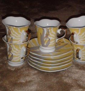 Кофейные чашки с блюдцами.
