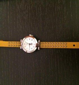 Часы женские наручные новые