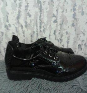 Ботинки лаковые 37