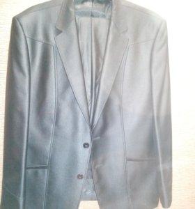 Мужской костюм с брюками