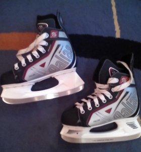 Коньки для хоккея.