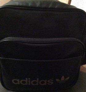 Отличная спортивная сумка Адидас