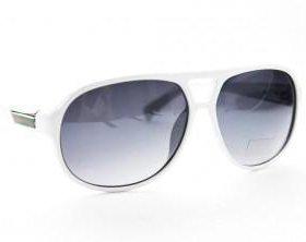 Солнцезащитные очки с этикеткой
