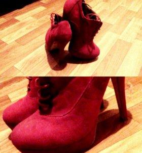 Туфли на каблуке.