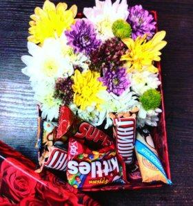 Коробка с цветами и шоколадками