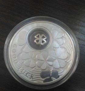 Подарочная серебряная монета с позолотой