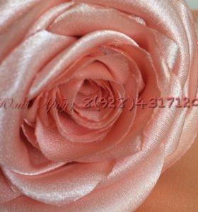 Пояс на платье с розой