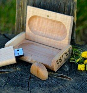 Деревянная флешка в коробочке