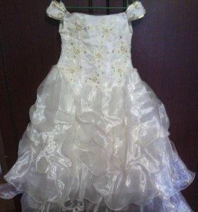 Продаю платье на девочку