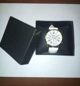 Новые женские часы в подарочной упаковке