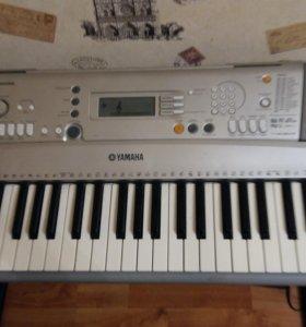 Синтезатор YAMAHA PSR E 303