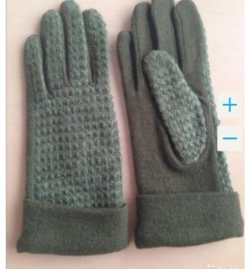 Новые перчатки из шерсти