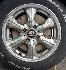 Литье 14на лепучке и два колеса шипованые резины.
