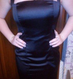 Чёрное вечернее платье.