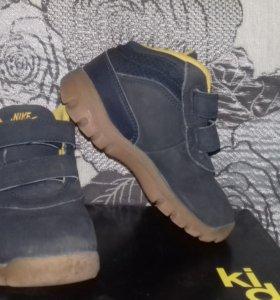 Ботинки демисезонные nike, кроссовки Адидас