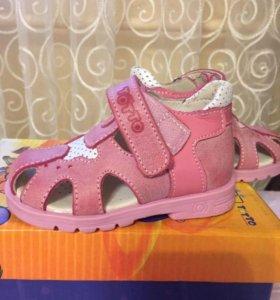 Новые !!Туфли для девочки ТОТТО