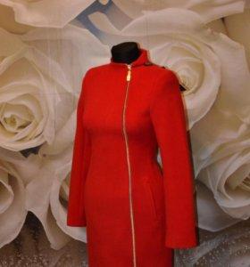 Стильные, яркие женские пальто
