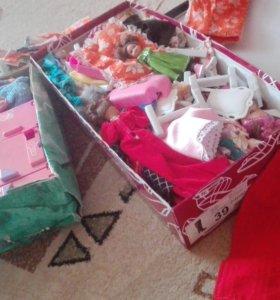 Две коробки кукол и всего для них