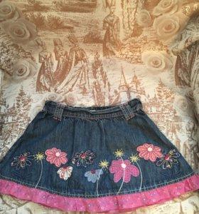 Юбка джинсовая с аппликацией и вышивкой