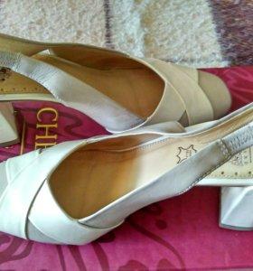 Туфли женские лаковые Chester. р. 38.