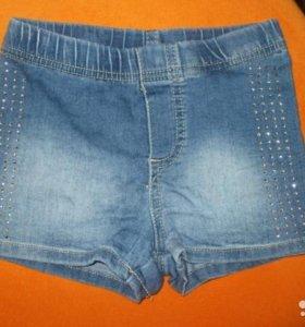 Шортики на девочку джинсовые со стразами.