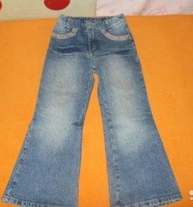 Продаю джинсы на маленьких принцесс.