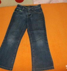 Продаю джинсы на девочку.