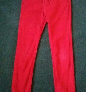 Красные штаны.