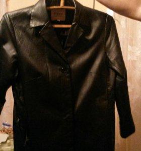 Кожаный пиджак и плащ