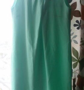 Нежно-мятное платье 46-48