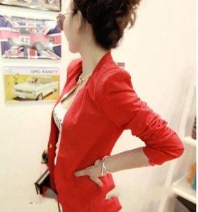 Пиджак красный новый.