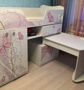 Детская кровать с столиком и шкафом