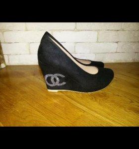 Новые туфли р35
