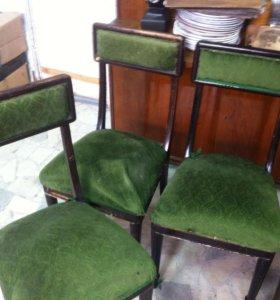 Дореволюционные стулья.