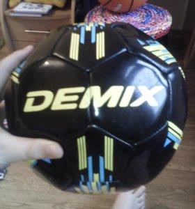Футбольный мяч