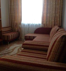 Угловой диван, кресло-кровать, пуфик.
